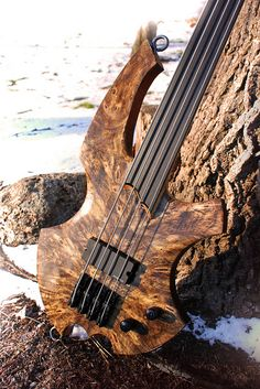 A very natural fretless.