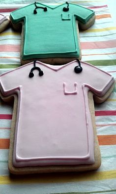 Cute idea for doctors and nurses. OH MY GOODNESS I WANT TO HAVE A CELEBRATION WITH THIS AS MY CAKE!!!! ONE DAY!!