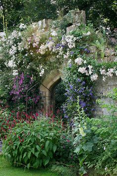 Sudeley Castle Gardens, Cotswolds, UK.