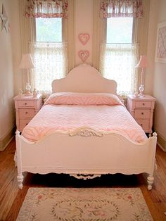 Lovely Antique White Full Size Bed