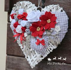 ": Natale ""Handmade"" in rosso e grigio Christmas Diy, Christmas Wreaths, Christmas Decorations, Holiday Decor, Xmas Crafts, Diy And Crafts, Heart Crafts, 4th Of July Wreath, Wicker"