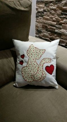 Cute Cushions, Diy Pillows, Decorative Pillows, Throw Pillows, Applique Patterns, Quilt Patterns, Sewing Patterns, Felt Pillow, Quilted Pillow