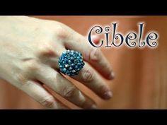 Seed bead jewelry Crystal Ring ~ Cibele ~ Seed Bead Tutorials Discovred by : Linda Linebaugh Seed Bead Jewelry, Seed Beads, Diy Jewelry, Beaded Jewelry, Crystal Jewelry, Jewelry Rings, Tutorial Anillo, Ring Tutorial, Seed Bead Tutorials