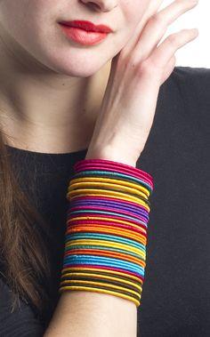 simple glass bangles in girls hands - Sari Info Antique Jewellery Designs, Fancy Jewellery, Thread Jewellery, Handmade Jewelry Designs, Fabric Jewelry, Stylish Jewelry, Latest Jewellery, Bridal Jewellery, Fashion Jewelry