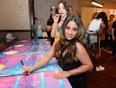 Camila and Ally backstage at #SPFVegas Ally Brooke, Poses For Pictures, Fifth Harmony, Cosmopolitan, Crowd, Las Vegas, Singer, Hair Styles, Party