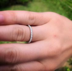 Jonc semi-éternité en or blanc Diamond Jewelry, Gold Jewelry, Jewelery, Eternity Bands, Handmade Jewelry, Silver Rings, White Gold, Engagement Rings, Quebec