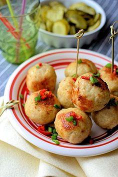 Bardzo prosta propozycja na obiad. Możesz podać kuleczki z ulubionym sosem.