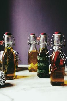 Red chili, oregano, rosemary and basil. Plus a new entry: wok oil. Here's how to infuse olive oil & 5 basic recipes for your culinary advenures. Flavored Olive Oil, Flavored Oils, Infused Oils, Sauce Recipes, Pasta Recipes, Canning Recipes, Seafood Recipes, Olive Oil Pasta, Seafood Stew