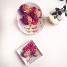 🎀Yummy dessert. 🍩🍮🍪Homemade muffins & pomegranate.  #happyfriday #dnesinspirujem #homemade Panna Cotta, Muffins, Dessert, Lifestyle, Ethnic Recipes, Instagram Posts, Food, Dulce De Leche, Muffin