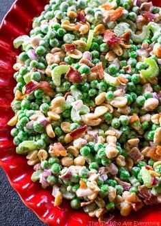 This Crunchy Pea Salad may sound weird but trust me, it's so good! Peas, peanuts, bacon, celery…all for a refreshing salad. Growing up my mother's closet was always this living organism that had a life of its own. It was either clean as a whistle or so pa Salad Bar, Soup And Salad, Vegetable Dishes, Vegetable Recipes, Healthy Salads, Healthy Recipes, Fast Recipes, Healthy Foods, Pea Salad Recipes