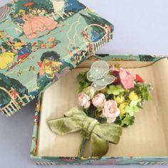 Vintage MILLINERY Posy Tiny VELVET Flowers c1940s LADY w PARASOL Box * DOLLS
