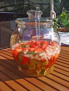Weltbeste Erdbeerbowle, ein raffiniertes Rezept mit Bild aus der Kategorie Sommer. 10 Bewertungen: Ø 3,8. Tags: Bowle, Getränk, Sommer