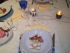 particolare del segnaposto: biscotti col nome dell'invitato.