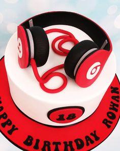 18th Birthday Cake, Birthday Treats, Boy Birthday, Birthday Wishes, Boy Music, Sams, Amazing Cakes, Tik Tok, Cake Decorating