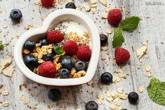 easy date + cinnamon granola // vegan, gluten-free, oil-free, refined sugar-free Farro Recipes, Vegan Recipes, Easy Date, Vegan Sugar, Energy Bites, Morning Food, Vegan Sweets, C'est Bon, Going Vegan