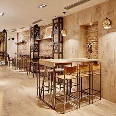 Nice!! Restaurante El Almacén by PPT. #designinterior #interiordesign #interiordesignideas #design #interior #interiors #interiorismo #diseñointerior #diseñodeinteriores #retaildesign #retail #designrestaurant #instadesign #instainterior #inspiration #texture #textures #stone #woods