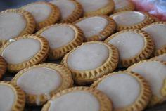 """Algunos le llaman """"espejitos"""" a estas galletas, pero en Puebla la gente les llama tortitas de Santa Clara."""