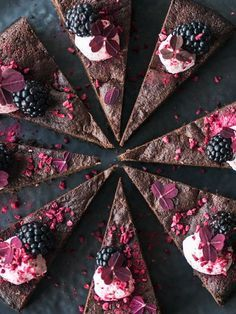 The best chocolate cake in the world // Dessert for New Year's Eve Best Chocolate Cake, Chocolate Cheesecake, Chocolate Lovers, Chocolate Desserts, Vegan Desserts, Delicious Desserts, Danish Dessert, Beautiful Birthday Cakes, New Year's Food