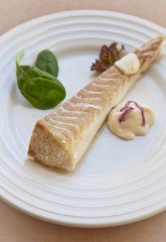 Receta 574: Merluza cocida, servida con salsa mayonesa, vinagreta u holandesa » 1080 recetas de cocina de Simone Ortega, de ahora y de siempre.