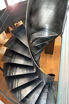 Scala elicoidale in metallo con finitura smerigliata