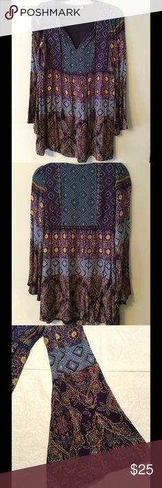 Boho Dress Good preowned condition. No holes or stains. Smoke free. Some signs of wear. Fun boho dress with slight bell sleeve.  Feel free to make an offer! Francesca's Collections Dresses