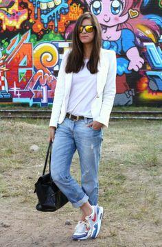 Boyfriend Jeans: Sporty Style.