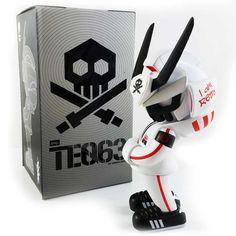 Rising Sun by Quiccs x Martian Toys x IamRetro Exclusive Release! Vinyl Toys, Vinyl Art, Art Jouet, Found Object Art, Character Concept, 3d Character, Robot Art, Designer Toys, The Martian