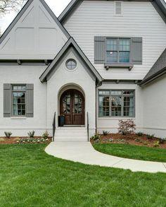 Best Exterior Paint Combinations - Best Exterior Paint Combinations, How to Choose the Right Exterior Paint Colors Exterior Gris, Exterior Gray Paint, Design Exterior, Exterior Paint Colors For House, Paint Colors For Home, Paint Colours, Grey Paint, Exterior Siding, Interior Design
