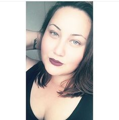 A dinamarquesa @justasofie deixou o Soft Matte Lip Cream Transylvania ser o centro da atenção de sua maquiagem