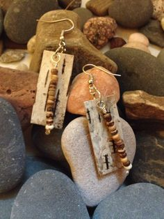 Birch bark earrings with wooden rondels, white turquoise, and copper-filled wire. Tree Bark Crafts, Birch Bark Crafts, Wooden Earrings, Bead Earrings, Rustic Jewelry, Handcrafted Jewelry, Birch Bark Baskets, Recycled Jewelry, Leather Jewelry