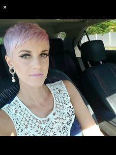 with a perfectly pink pixie for summer 🌸🌸 Short Punk Hair, Chic Short Hair, Short Blonde Haircuts, Short Grey Hair, Very Short Hair, Short Hair Cuts, Short Hair Styles, Crop Hair, Pelo Pixie