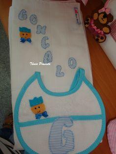 Fralda e babador com aplicação em tecido e feltro