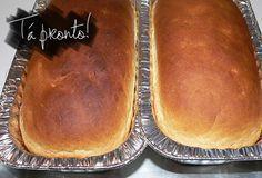 Se tem um aroma que me lembra casa de mãe é pão e bolo assando. Aquele cheirinho invadindo a casa… Hummm, muito bom!! E quando dá saudade a gente pode apelar né… E tentar fazer o próprio pão! Uma vez, compramos uma forma de bolo inglês e veio uma receita muito simples de pão. Testamos e ficou boa demais pra...