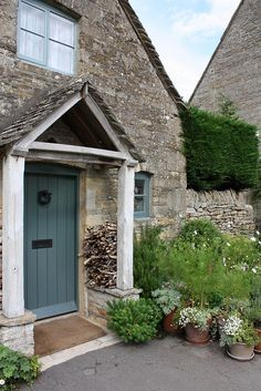 Upper Slaughter Cotswolds: beautiful entry to this lovely country cottage. If you like this pin why not head on over to get similar inspiration and join our FREE home design resource library at ? Country Front Door, Cottage Front Doors, Cottage Porch, Cottage Exterior, Cottage Hallway, Cottage Windows, Arched Front Door, Front Door Porch, House Front