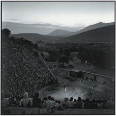 ΑΡΧΑΙΟ ΘΕΑΤΡΟ ΕΠΙΔΑΥΡΟΥ 1955. Παράσταση «Ιππόλυτος» του Ευριπίδη. Πηγή: www.lifo.gr