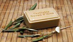 Aleppo-Seifen von Jislaine werden aus Bio-Olivenöl und Bio-Lorbeeröl gefertigt. Sie reinigen die Haut besonders sanft und pflegen sie nachhaltig.  Diese Seife wurde mit Honig angereichert, der für seine hautberuhigende und antibakterielle Wirkung bekannt ist und der Haut Feuchtigkeit spendet. http://www.jislaine.de/Produkt/Aleppo-Seife_mit_Honig.708