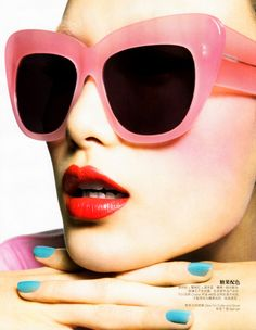 Summer style with pink sunnies   red lips! Look Stylé, Lunettes Originales,  Foulard 7fa32149f34e