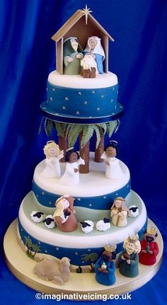 Jesus Birthday Cake with Fondant Christmas Tradition - Symbolism in these inspiring nativity cakes including the reason for the colors brown, green and red as well as the round cake Christmas Cake Designs, Christmas Cake Topper, Christmas Cake Decorations, Christmas Cupcakes, Holiday Cakes, Christmas Treats, Christmas Baking, Christmas Goodies, Fondant Christmas Cake