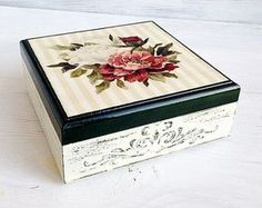 Shabby Chic Roses Box Vintage Box Roses Jewelry by ShabbyGifts Decoupage Furniture, Decoupage Box, Decoupage Vintage, Vintage Box, Vintage Roses, Shabby Chic Boxes, Box Roses, Painted Boxes, Box Design
