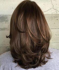 Medium Layered Haircut For Thick Hair - bouncy layers Medium Layered Haircuts, Medium Hair Cuts, Layered Haircuts Shoulder Length, Medium Hair Styles For Women, Haircut For Thick Hair, Short Hair For Chubby Faces, Hairstyles For Thick Hair, Curly Haircuts, Brown Blonde Hair