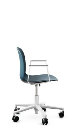 RBM Noor Footbase could well be the ideal choice for those who thrive in a fast-paced, creative working place and need more mobility. For energetic environments such as open offices or project rooms, this ergonomic chair is pure Scandinavian design on wheels. So, you'll simply whizz through your work in no time. Click to discover more colour options! #flokkdesign #officechair #scandinaviandesign #minimaldesign #homeoffice