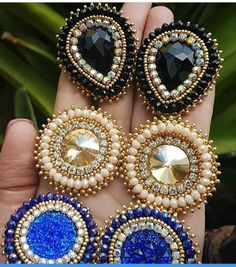 Beaded Earrings Native, Beaded Earrings Patterns, Beaded Brooch, Bead Earrings, Earrings Handmade, Handmade Jewelry, Beaded Necklace, Bead Embroidery Jewelry, Beaded Embroidery
