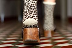 I love this angle. I love these socks.  Ravelry: Meias da concha pattern by Rosa Pomar