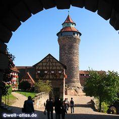 Kaiserpfalz Nuernberg, Germany Foto von Bergfried und Brunnenhaus