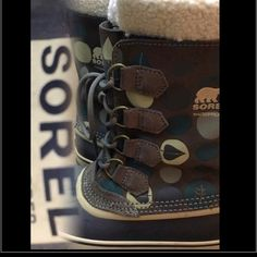 Sorel Caribou Winter Boots 8 polka dot green leaf Women's size 8 Sorel Caribou winter boots and a cute polkadotted pattern – some of the polkadots have a leaf design shown. Liner is pictured, great condition wore less then >6 times. I needed a smaller size. Excepting reasonable offers, best offer ship today – sold as is – preowned – wonderful preowned condition - lots of life left SOREL Shoes Winter & Rain Boots