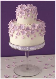 I like this cake but with yellow daisies. Mom's headpiece had daisies in it and her color was yellow.