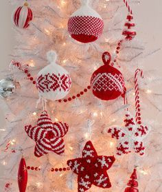 Holiday Stars and Balls Ornaments Free Christmas Knitting Pattern from Red Heart Yarns Pattern in Documents as Holiday Stars & Balls Ornaments Knitted Christmas Decorations, Knit Christmas Ornaments, Noel Christmas, Christmas Projects, Holiday Crafts, Christmas Patterns, White Ornaments, Ball Ornaments, Homemade Christmas