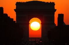 Sunset in the middle of Arc de Triomphe in the 1st august 2011 t by Loïc Lagarde on 500px