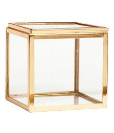 Zimowa kolekcja H&M Home jest prawie tak dobra jak H&M x Balmain Find Furniture, Home Decor Furniture, Living Room Interior, Home Living Room, Hm Home, Glass Boxes, Interior Accessories, Kitchen Storage, Kitchen Shelves