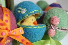 FREE Wet Felting Tutorial: Wet Felt Easter Eggs DOWNLOAD